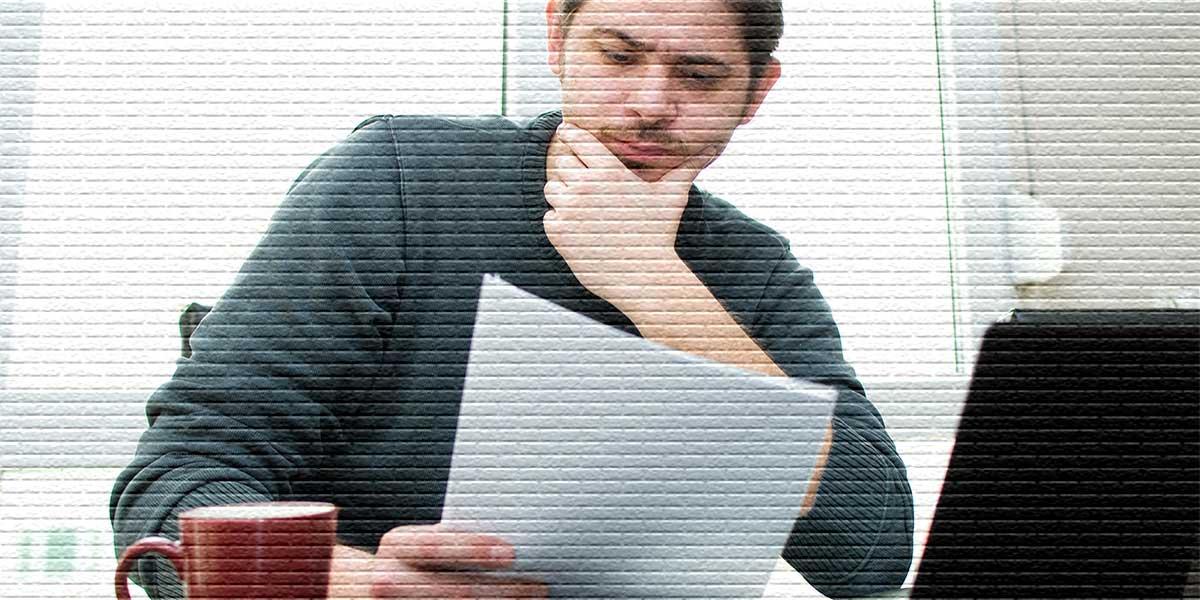Мужчина с документом - картинка