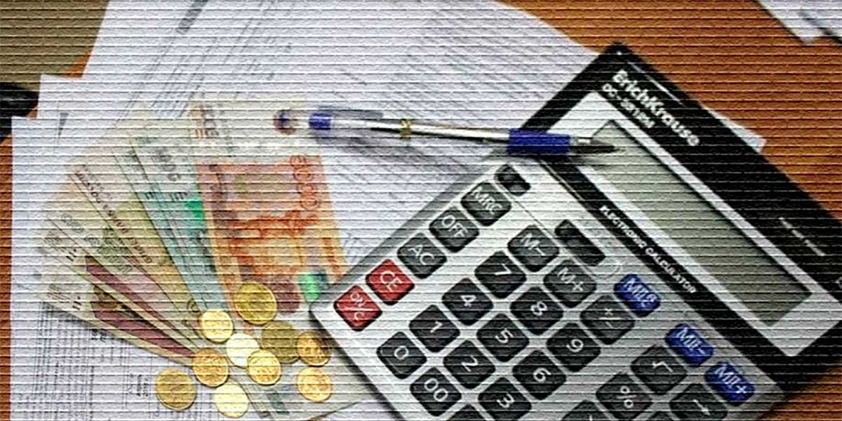 Калькулятор, деньги, квитанции